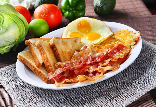 bacon & toast - haschee stock-fotos und bilder
