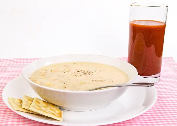 speck-aromatisierten mais und hühnchen-suppe - huhn maissuppe stock-fotos und bilder