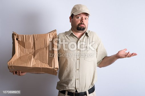 istock Bad Parcel Delivery 1070698920