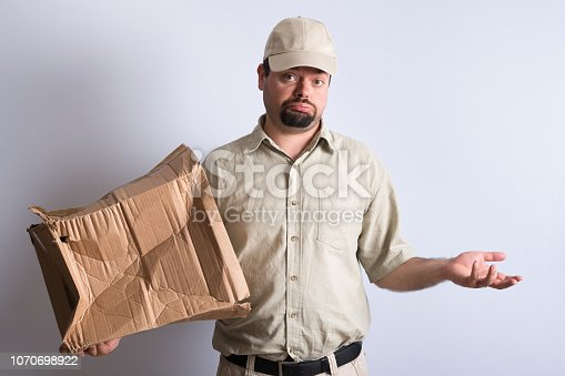 istock Bad Parcel Delivery 1070698922