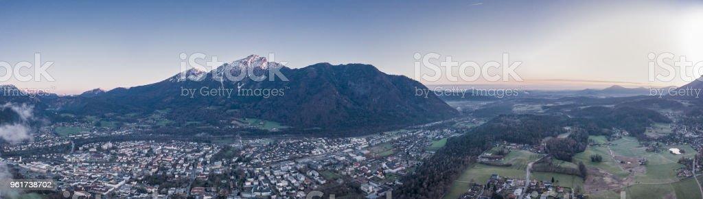 Bad Reichenhall Antenne bei Sonnenaufgang. Bayern-Deutschland. Zwiesel und Staufen im Hintergrund – Foto