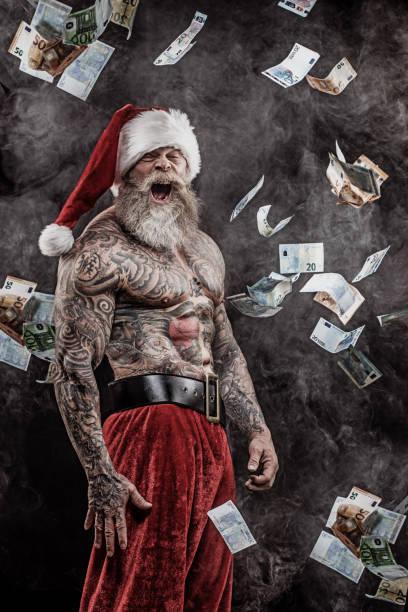 bad santa claus werfen bargeld - alte tattoos stock-fotos und bilder
