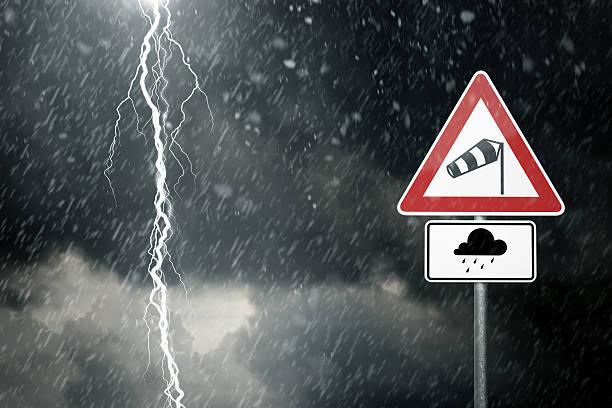 Schlechtes Wetter-Vorsicht Gefahr Sturm und Gewitter – Foto