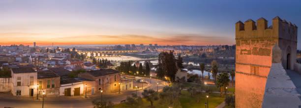 Badajoz Panorama Skyline in der Abenddämmerung, Spanien – Foto