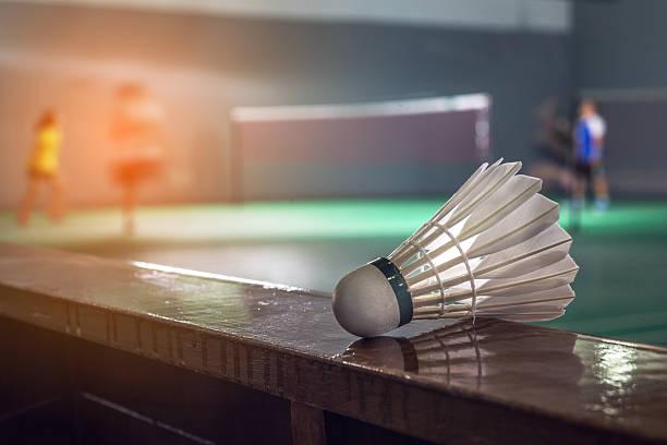 bádminton de competir con los jugadores de tenis - bádminton deporte fotografías e imágenes de stock