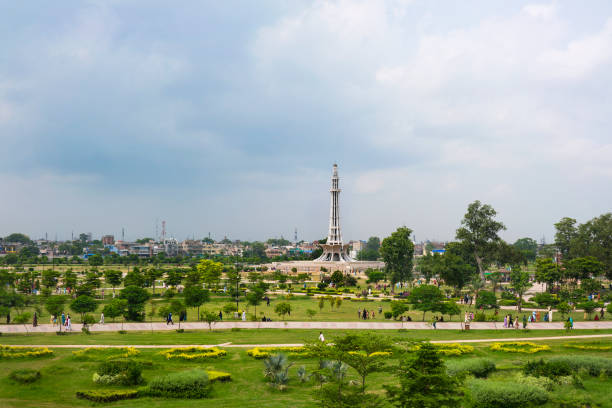 Badshahi Mosque, Lahore/Pakistan Badshahi Mosque, Lahore/Pakistan-August 15, 2019: The Muslim Prayers are visiting  Badshahi Mosque which  was built in 1673 by the Mughal Emperor Aurangzeb in Lahore, Pakistan. lahore pakistan stock pictures, royalty-free photos & images