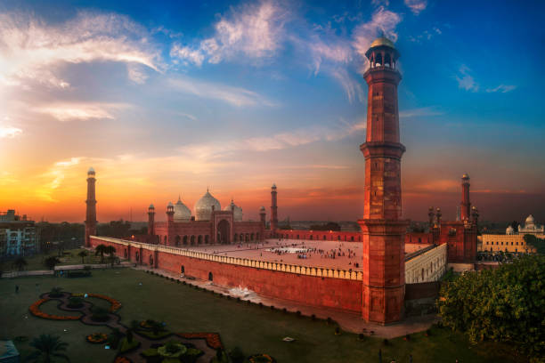 """Badshahi Mosque or Imperial Mosque The Badshahi Mosque  or """"Imperial Mosque"""" is a Mughal era mosque in Lahore, capital of the Pakistani province of Punjab. The mosque is located west of Lahore Fort along the outskirts of the Walled City of Lahore. The mosque is widely considered to be one of Lahore's most iconic landmarks. lahore pakistan stock pictures, royalty-free photos & images"""