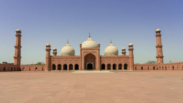 Badshahi Mosque under blue sky with no people, Lahore Pakistan Badshahi Mosque under blue sky with no people, Lahore Pakistan lahore pakistan stock pictures, royalty-free photos & images