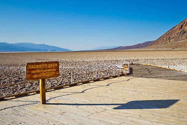 badwater basin, death valley - zorn tod und regen stock-fotos und bilder
