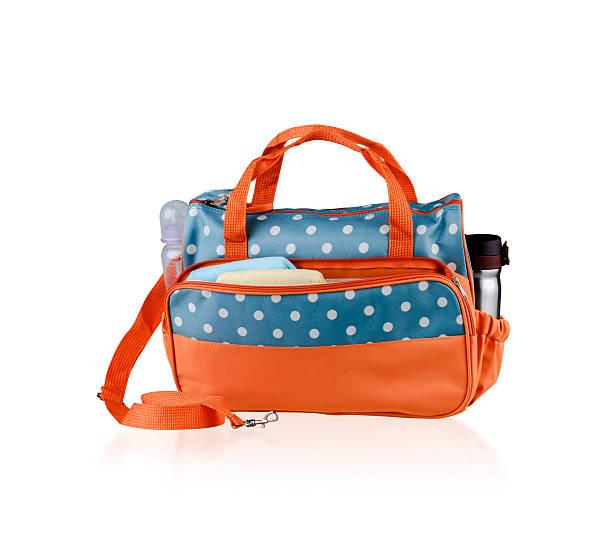 tasche für die mutter hält baby-accessoires - babytasche stock-fotos und bilder