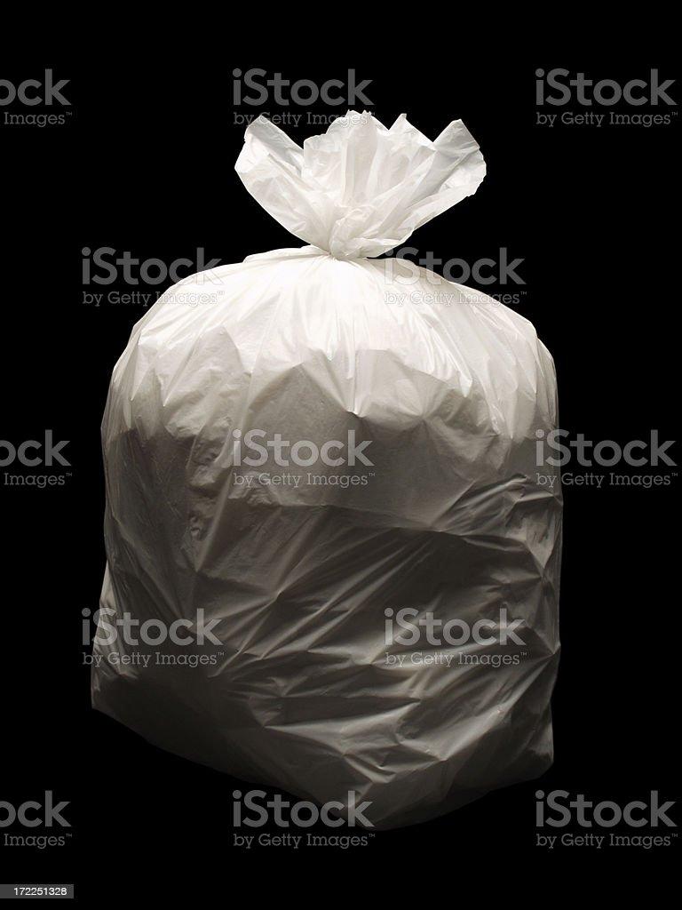 Tasche von Müll auf schwarzem Hintergrund – Foto