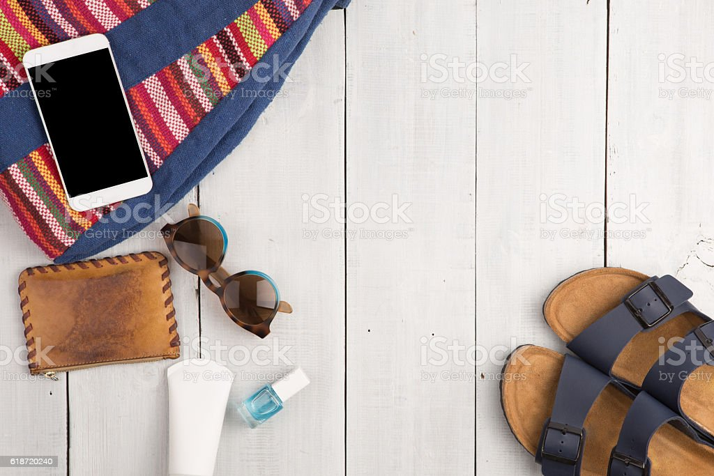 bag, smart phone, sunglasses and sandals - foto de stock