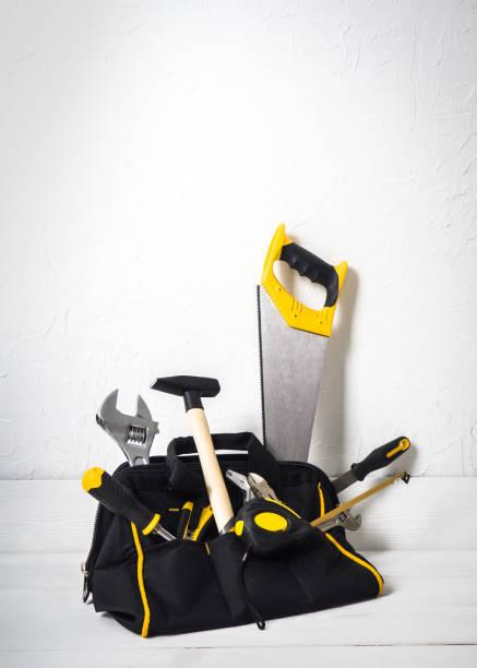 tasche mit reparatur-tools - diy ordner stock-fotos und bilder