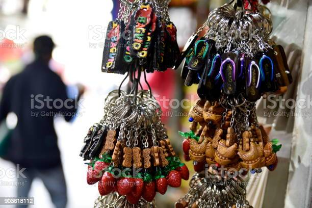 Baguio city public market main local market philippines picture id903618112?b=1&k=6&m=903618112&s=612x612&h=mrucohkecjo q0mcx3sye7kd5g0x5r1cju52lhmikry=