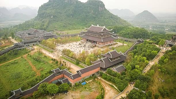 bai dinh-pagode - holu stock-fotos und bilder
