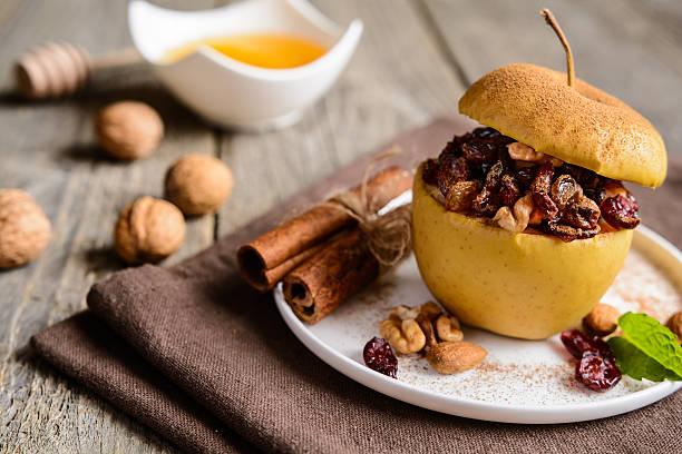 baked apple stuffed with nuts, dried fruit and honey - schnelles weihnachtsessen stock-fotos und bilder