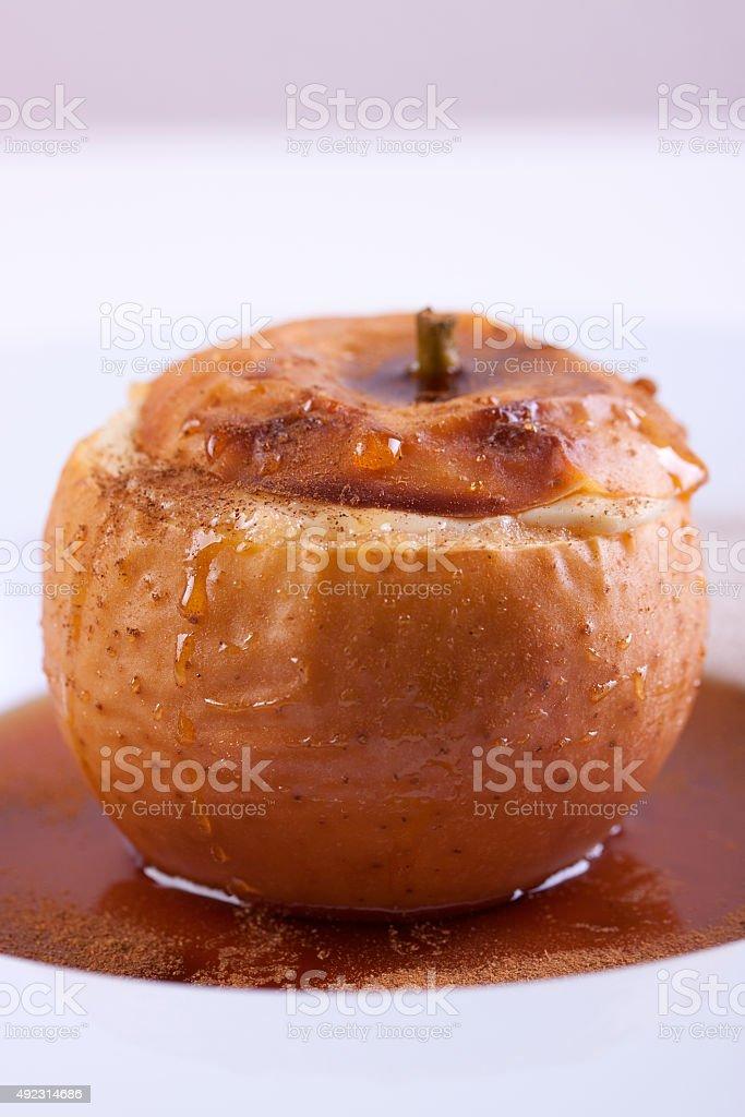 Bratapfel mit Hüttenkäse – Foto