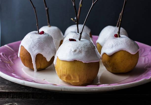 baked apples in a meringue with birch branches - bratäpfel stock-fotos und bilder