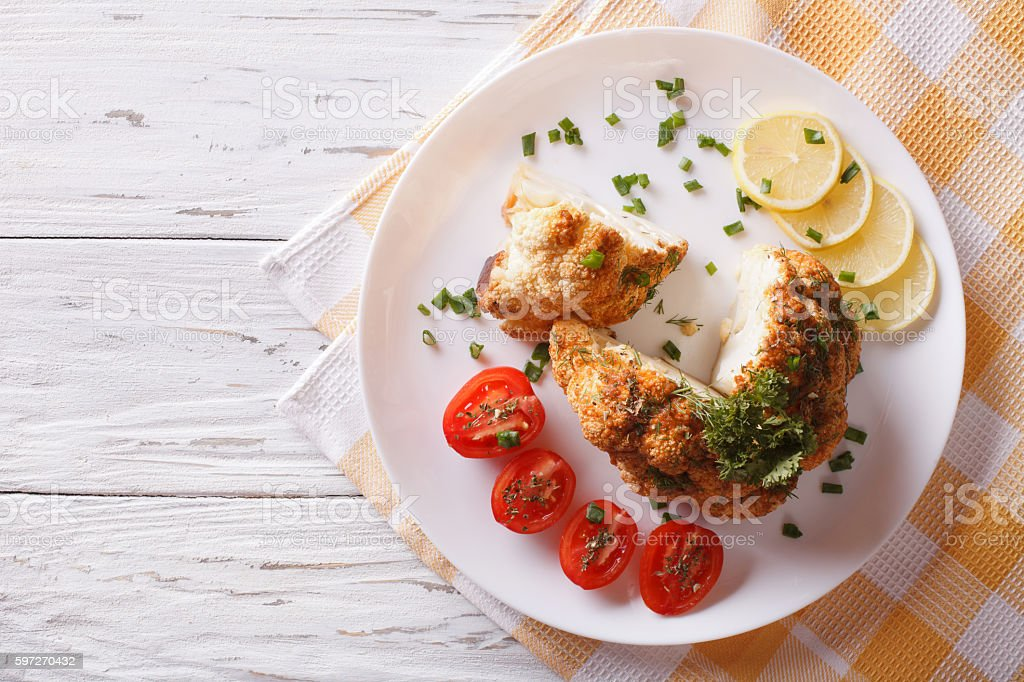 baked cauliflower and fresh tomatoes. Horizontal top view Lizenzfreies stock-foto