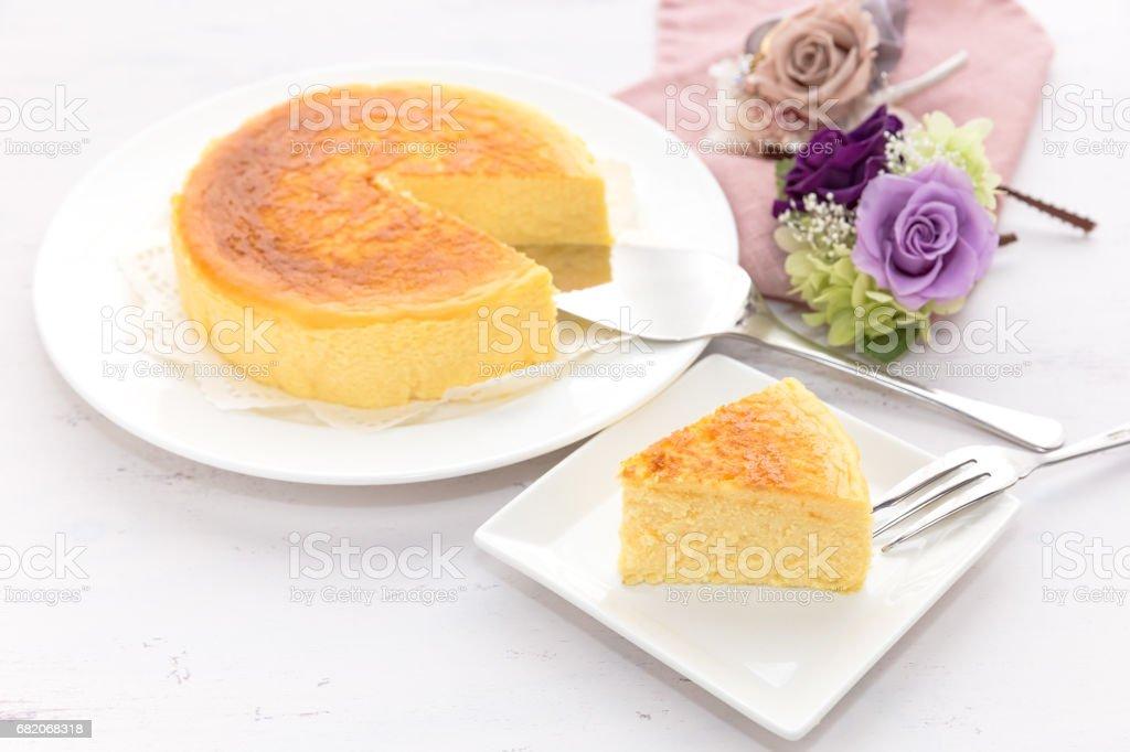 白い背景のベイクド チーズ ケーキ ストックフォト