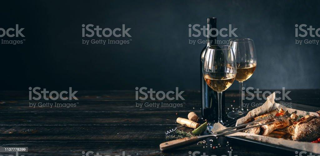 구운 생선 - 로열티 프리 감자 요리 스톡 사진