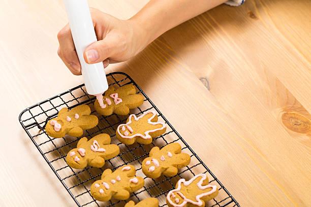lebkuchen - schokolade gebratene kuchen stock-fotos und bilder