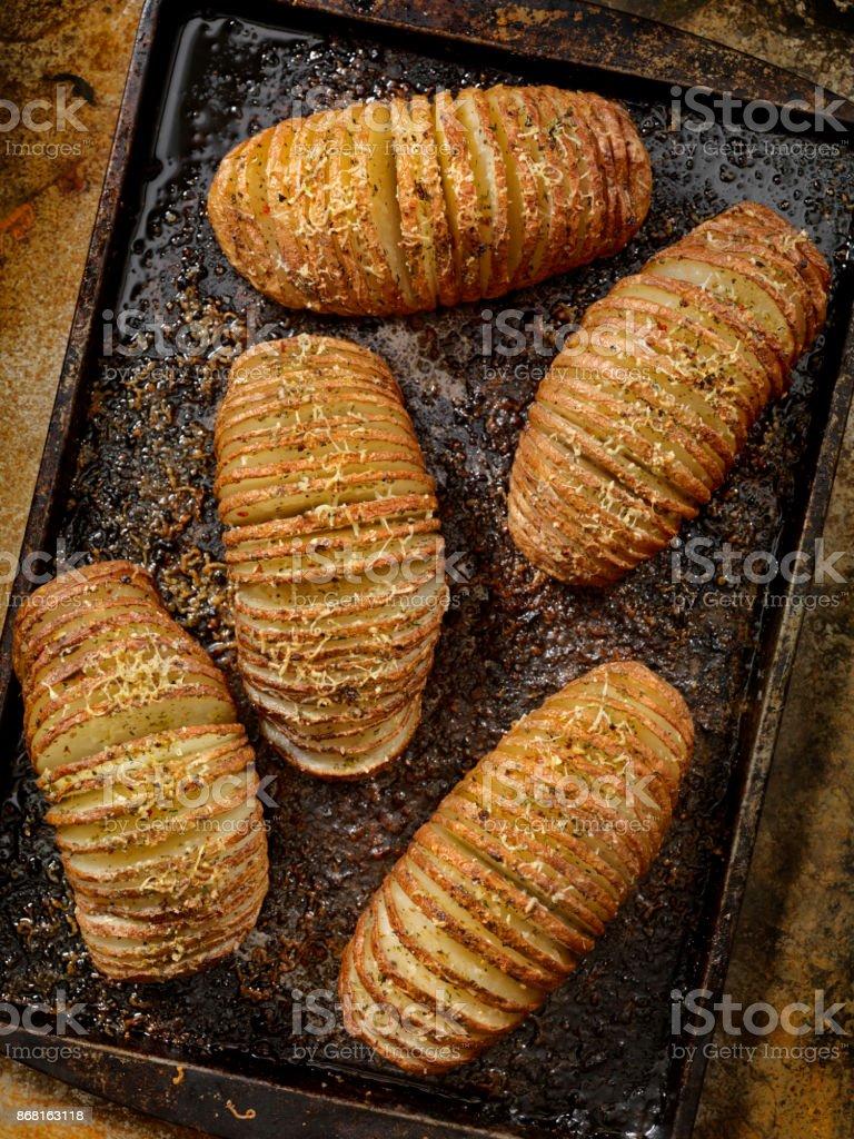 Hasselback batatas assadas - foto de acervo
