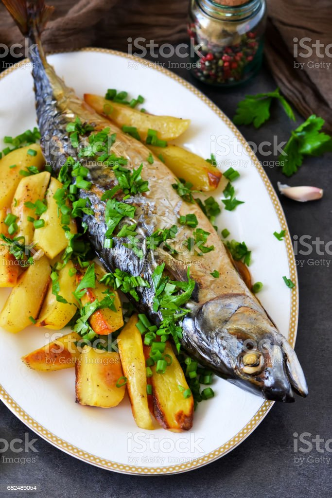 Baked mackerel with potatoes and spices for dinner foto de stock libre de derechos