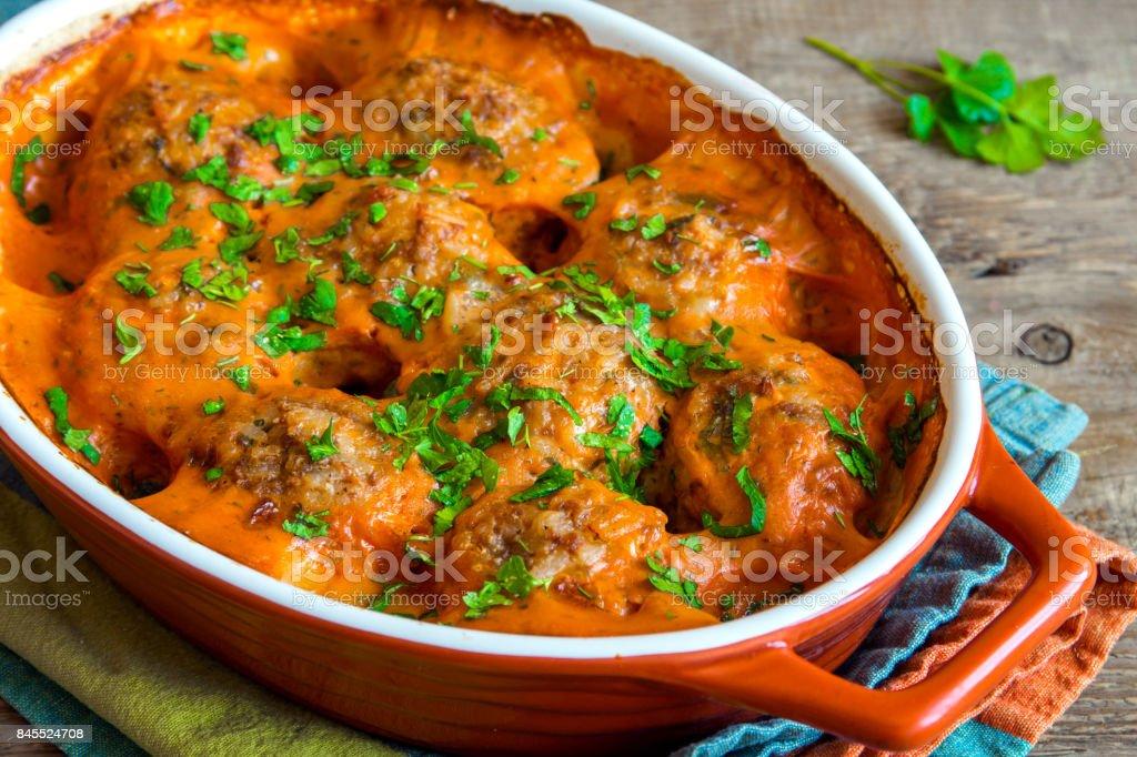 Almôndegas cozidas com molho de tomate - foto de acervo