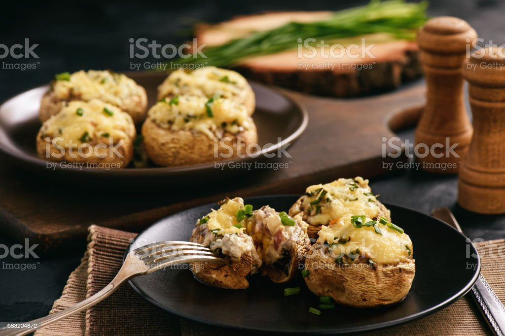Baked mushroom caps stuffed with creams cheese, garlic and herbs. royalty-free 스톡 사진