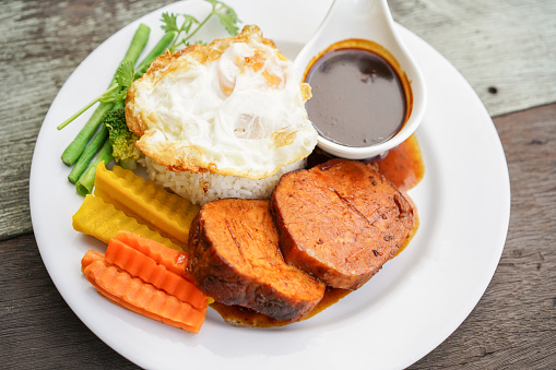 Gebakken Varkensvlees Met Eieren Stockfoto en meer beelden van Avondmaaltijd