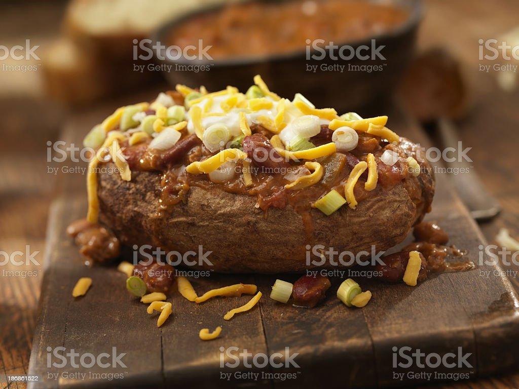 Batata assada com Chili - foto de acervo