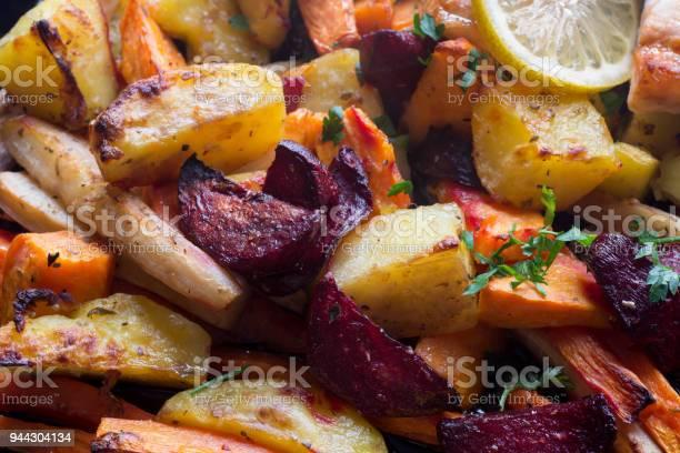 Baked Vegegetables Roots Macro - Fotografias de stock e mais imagens de Alimentação Saudável