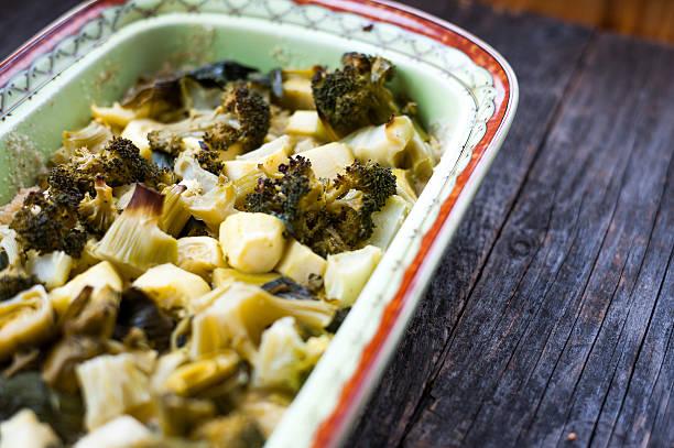 gebackene gemüse - huhn brokkoli auflauf stock-fotos und bilder