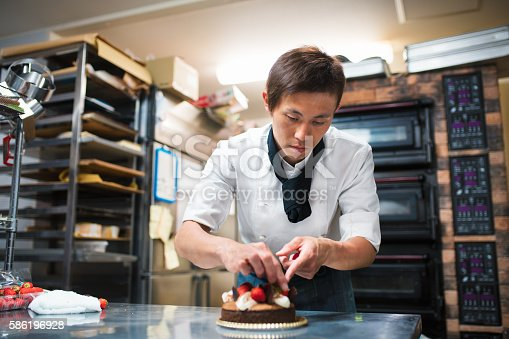 istock Baker decorating a cake 586196928