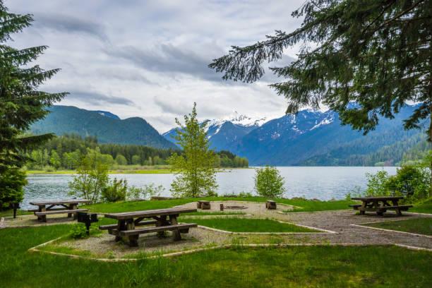 camping lac baker - mont baker photos et images de collection