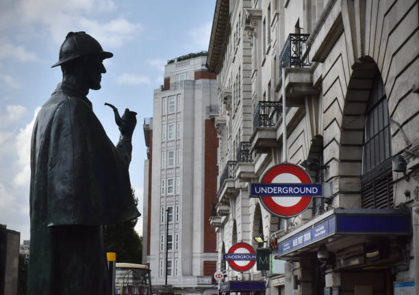 Baker Street Sherlock The public statue of fictional detective Sherlock Holmes (in semi silhouette) that stands outside Baker Street Underground (tube) station in London. In the detective novels created by author Sir Arthur Conan Doyle  - Holmes lived at 221b Baker Street deerstalker hat stock pictures, royalty-free photos & images