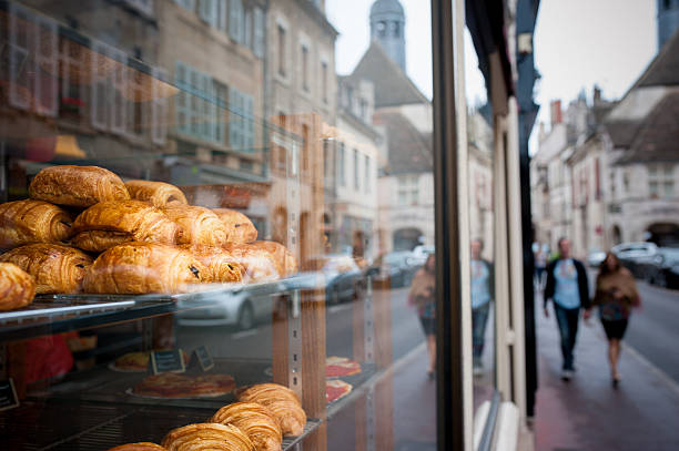 boulangerie in france - bakery stockfoto's en -beelden