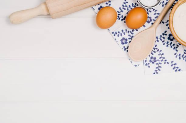 baking cake or pizza ingredients top view on wooden background - backrahmen stock-fotos und bilder