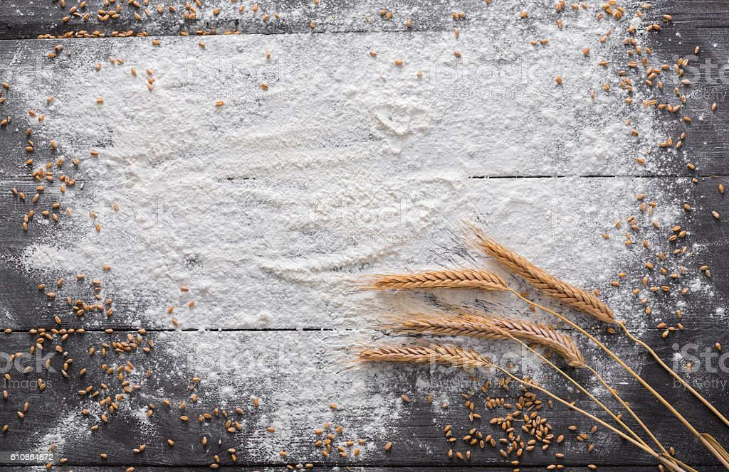 Baking concept on wood background, sprinkled flour with copy space – Foto