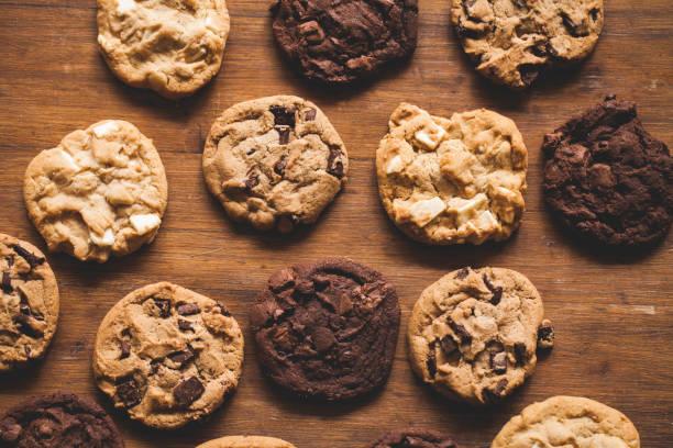 koekjes bakken - gebakken in de oven stockfoto's en -beelden