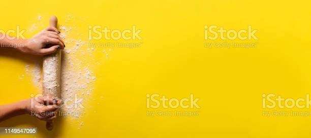Baking flat lay with rolling pin flour on yellow paper background picture id1149547095?b=1&k=6&m=1149547095&s=612x612&h=ua5v9ege7b3voaqo5immx ljq4hht 35yw2uba3sfjk=