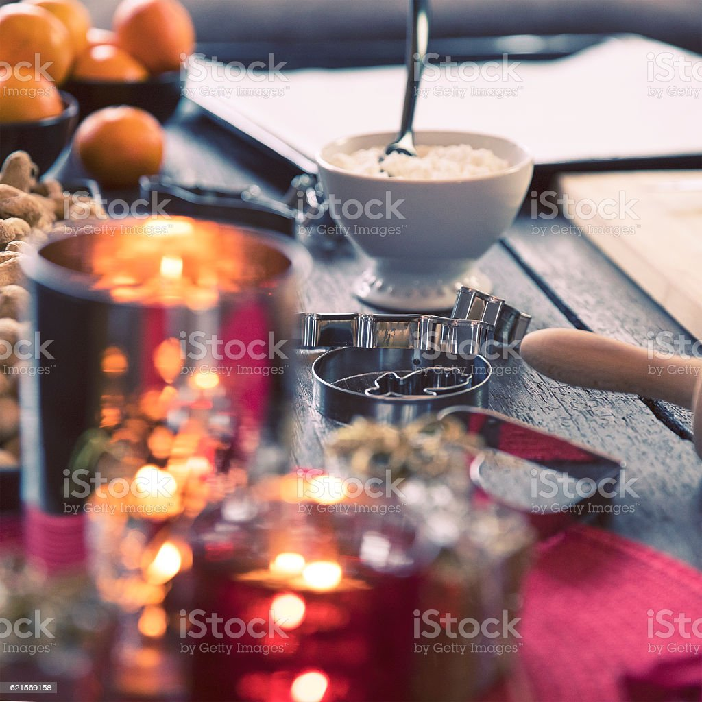 Baking Gingerbread Cookies for Christmas foto stock royalty-free