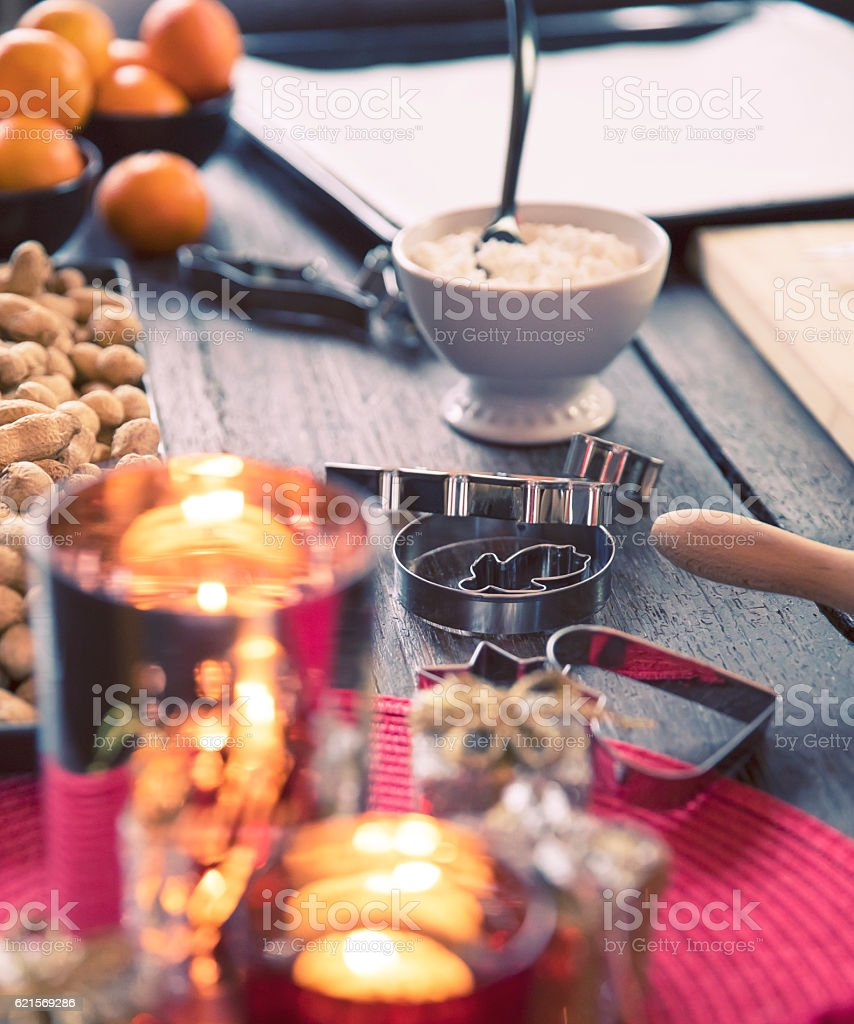 Baking Gingerbread Cookies for Christmas photo libre de droits