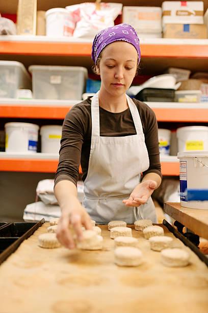 scones backen - scones backen stock-fotos und bilder