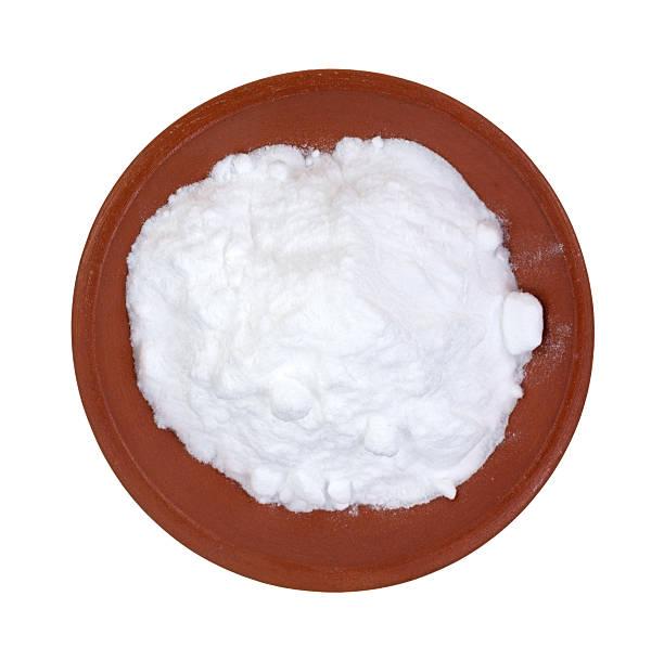 Bicarbonato sódico en red clay bowl - foto de stock
