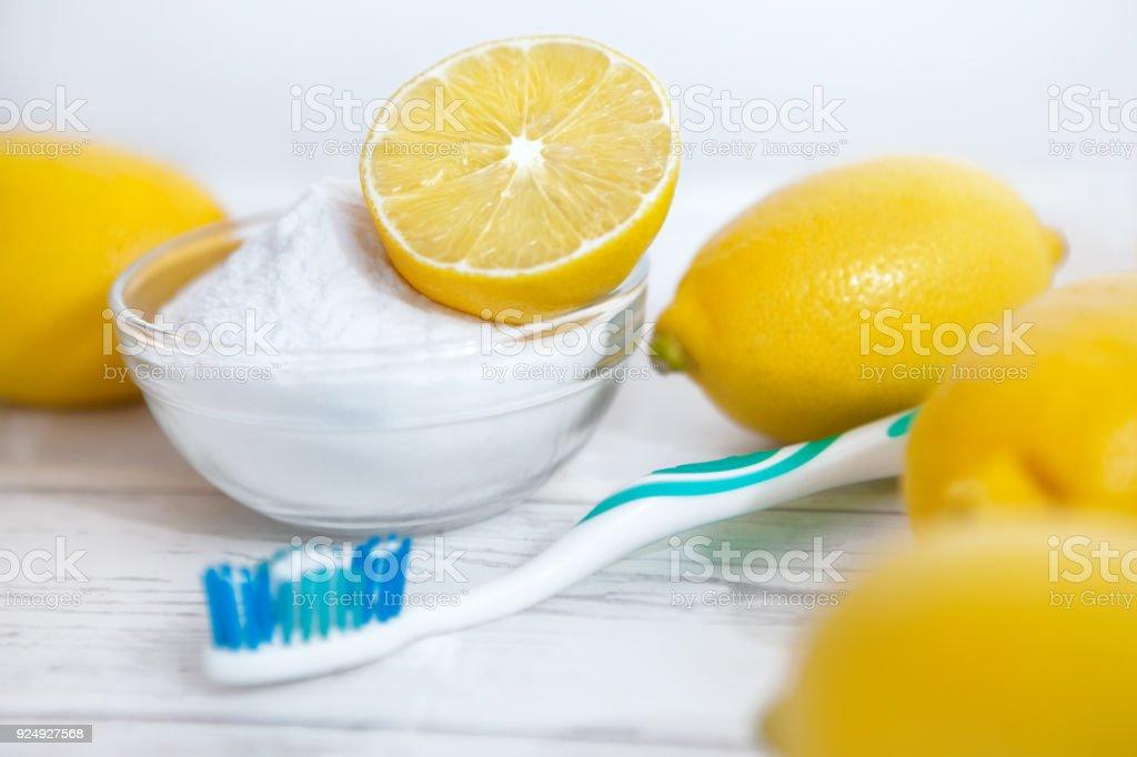 Backpulver Putzen Zitrone Und Zähne Stock Fotografie Und Mehr Bilder