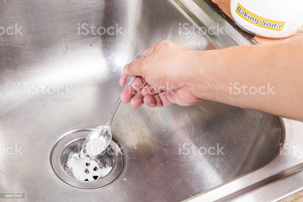 Baking soda gegossen, unclog drainage system wie zu Hause fühlen. – Foto