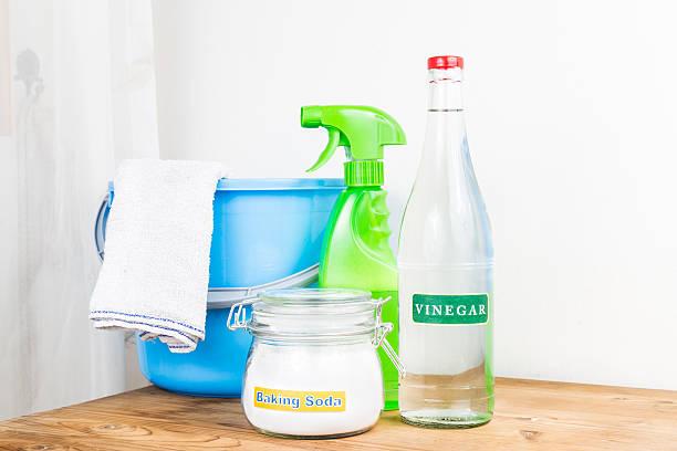 Bicarbonato sódico en vinagre, natural mezclar para efectivo Asamblea cleani - foto de stock