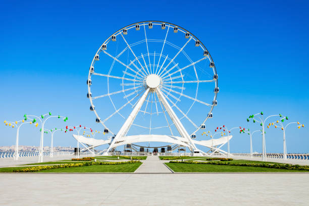 Baku Ferris Wheel, Azerbaijan Baku Ferris Wheel also known as the Baku Eye is a Ferris wheel on Baku Boulevard in the Seaside National Park of Baku, Azerbaijan ferris wheel stock pictures, royalty-free photos & images
